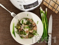 Пилешки хапки от бут с броколи, гъби печурки, арпаджик и заквасена сметана в Делимано Мултикукър